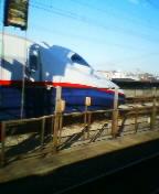 新幹線あさま号が追い抜いていく