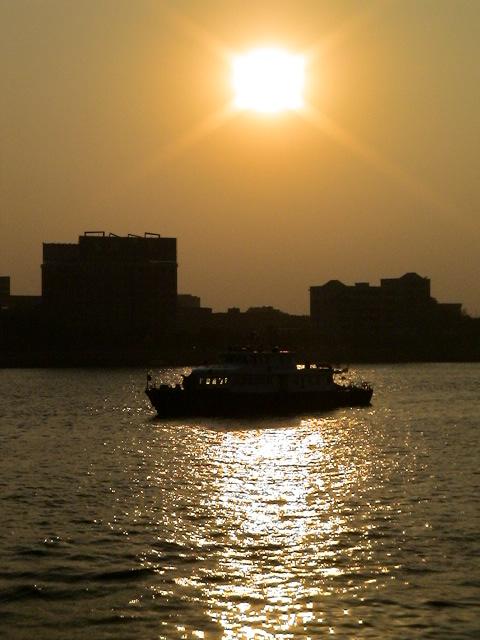中国・広州、珠江の夕暮れ