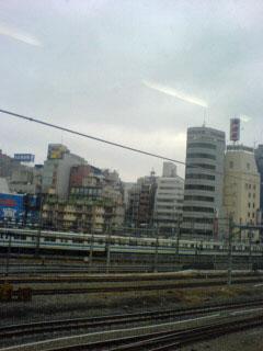 朝の通勤電車の車窓