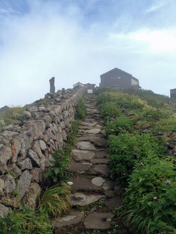 庄内旅行- 月山山頂から八合目へトレッキング