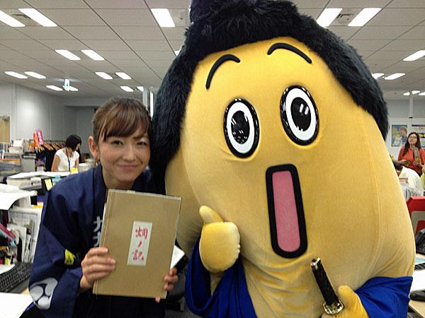 テレビ東京の「ナナナ」と狩野恵里アナが背後に!