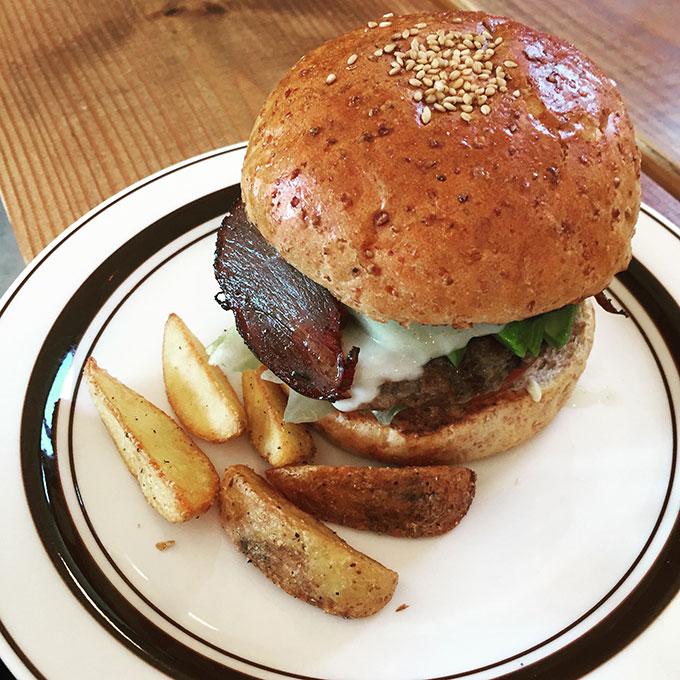 行田のハンバーガーレストラン『MAD BURGER』