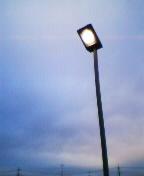 冬の空と街灯