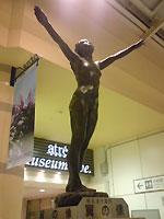 上野駅「翼の像」