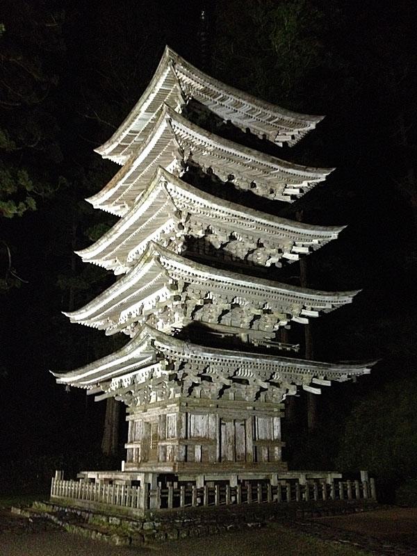 羽黒山・夜の五重塔