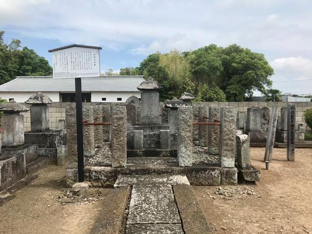 奥貫友山の墓