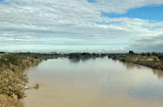 荒川と入間川の合流点